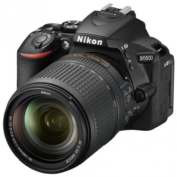 Câmera Digital Nikon Preto 24.2mp - D5600   18-140mm